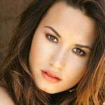 """Nova prévia da música """"Heart by Heart"""" da cantora Demi Lovato para o filme """"Cidade dos Ossos"""""""